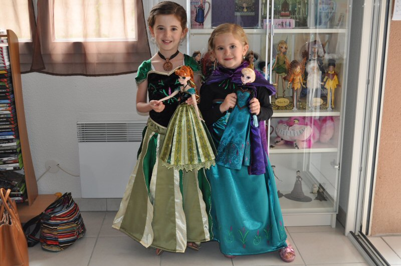 Anna elsa la reine des neiges les tenues 2 me - Robe de anna reine des neiges ...